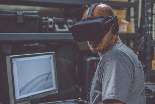 VR industrie crédit image eddie-kopp sur unsplash